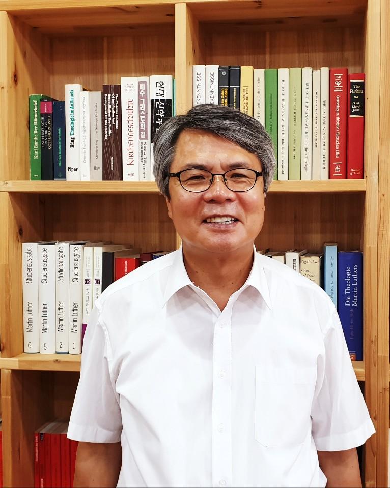 '루터, 혼돈의 숲에서 길을 찾다'의 저자 김용주 목사 인터뷰